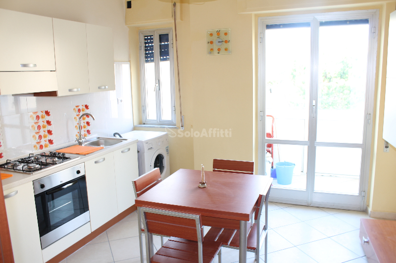 Stanza / posto letto in buone condizioni arredato in affitto Rif. 11117854
