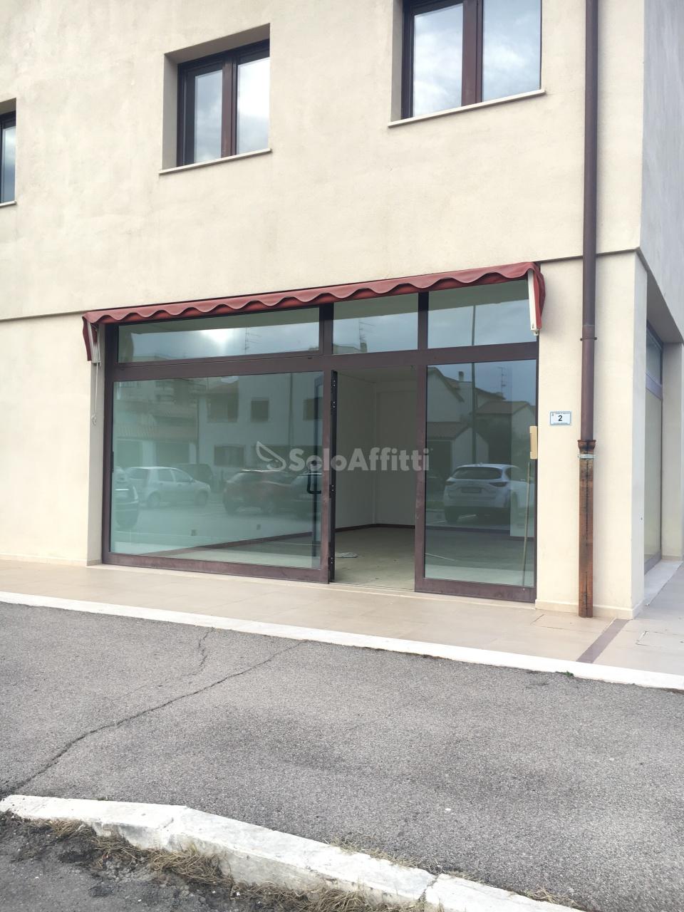 Fondo/negozio - 4 vetrine/luci a Casalone, Grosseto Rif. 5520138