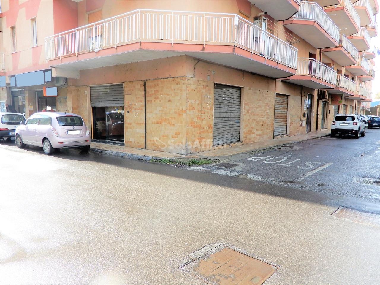 Fondo/negozio - 3 vetrine/luci a Lido Lungomare, Catanzaro Rif. 9697253