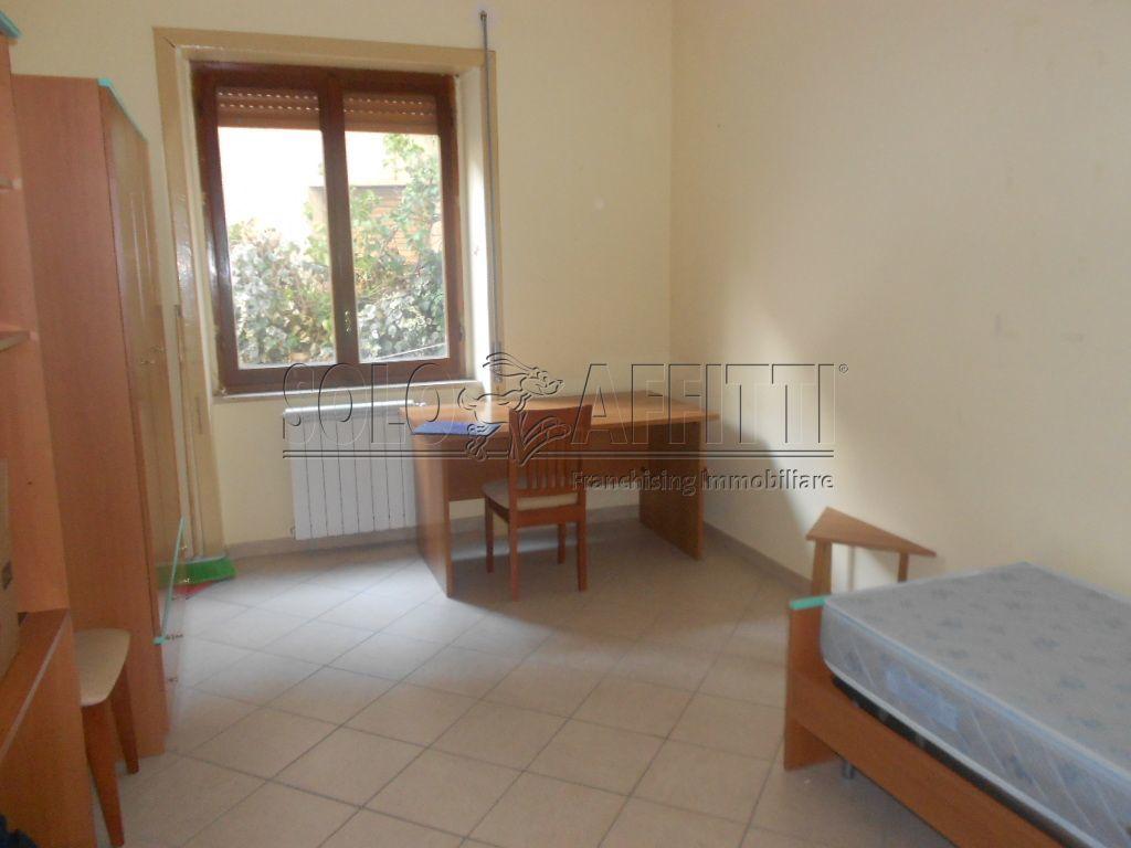 Stanza / posto letto in buone condizioni arredato in affitto Rif. 8107074