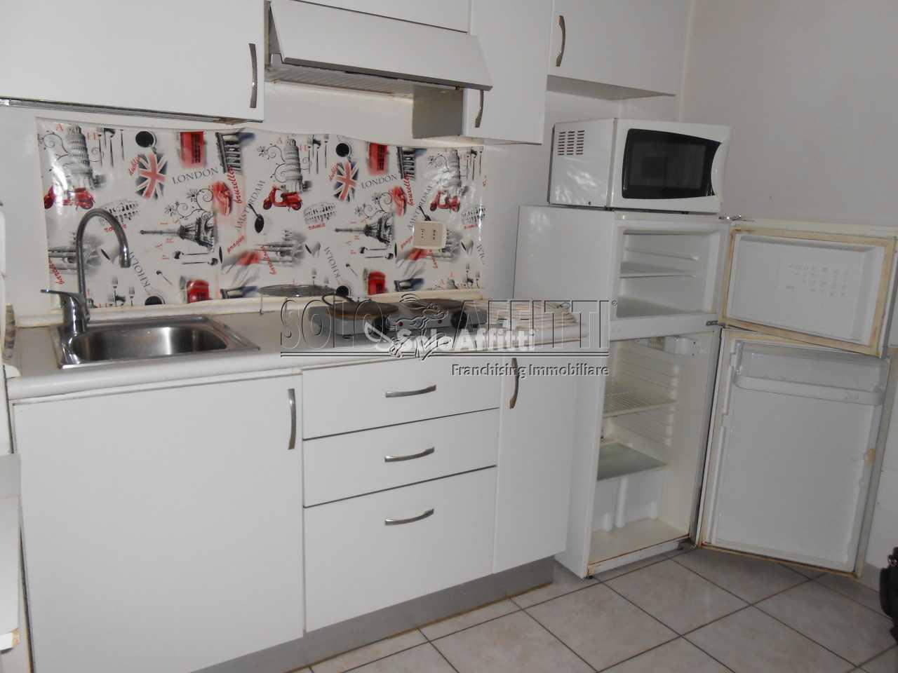 Bilocale in buone condizioni arredato in affitto Rif. 10734978