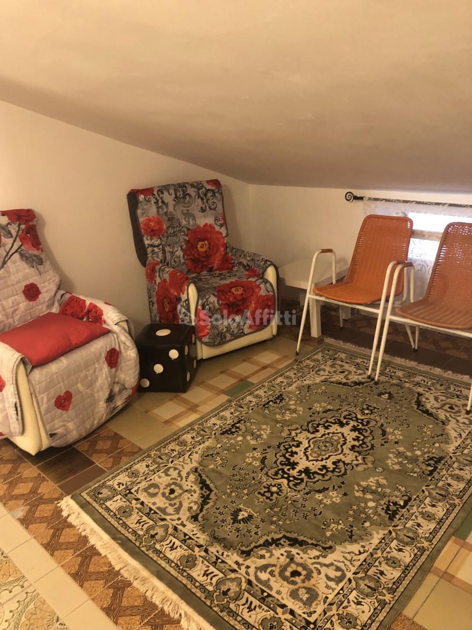 Trilocale da ristrutturare arredato in affitto Rif. 8558660