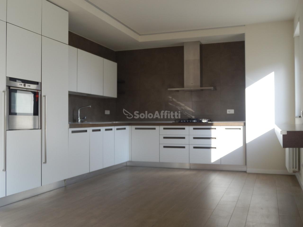 Appartamento in affitto a Como, 5 locali, prezzo € 1.300 | PortaleAgenzieImmobiliari.it