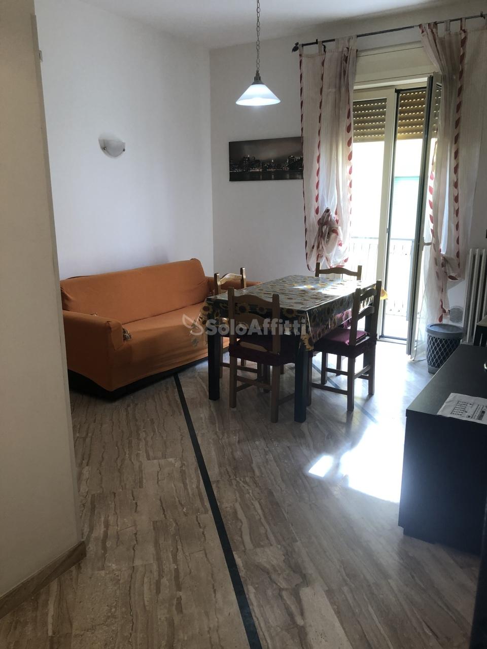 Trilocale in buone condizioni arredato in affitto Rif. 9253910