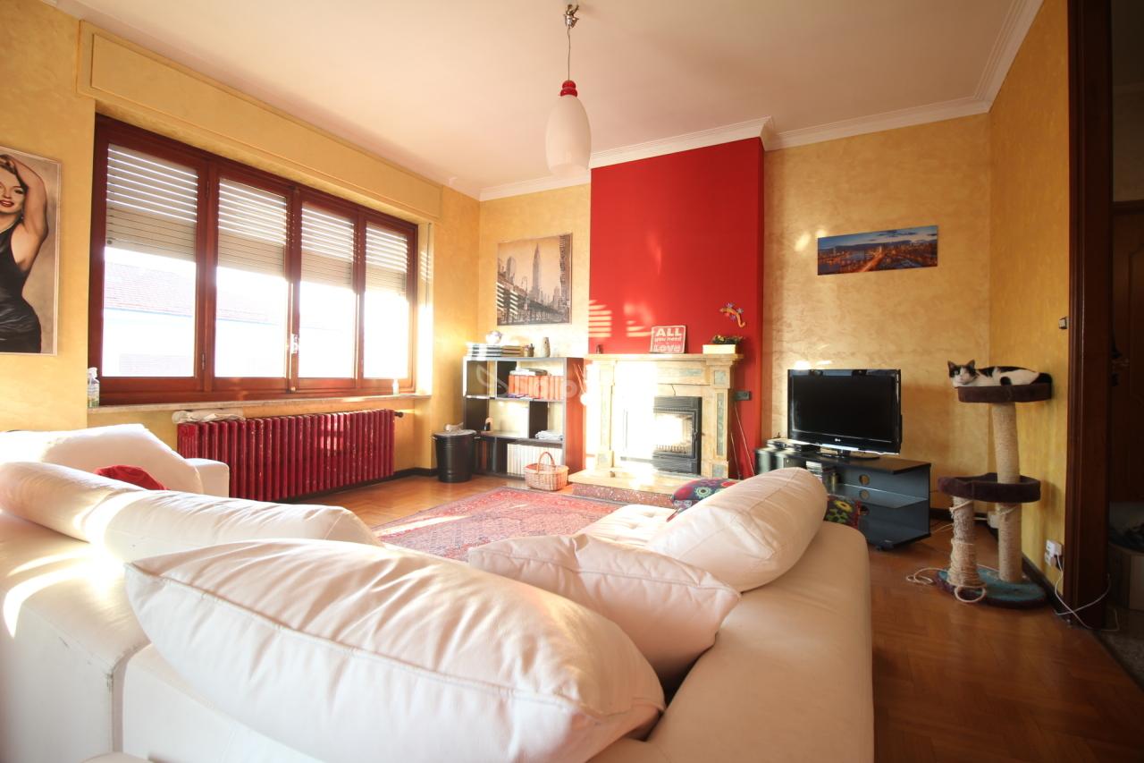 Appartamento in buone condizioni in affitto Rif. 9284522