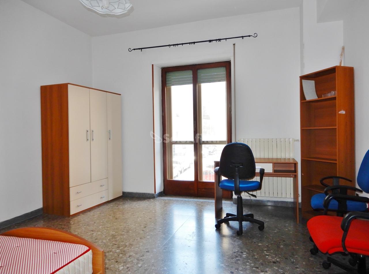 Stanza / posto letto in buone condizioni arredato in affitto Rif. 9998032