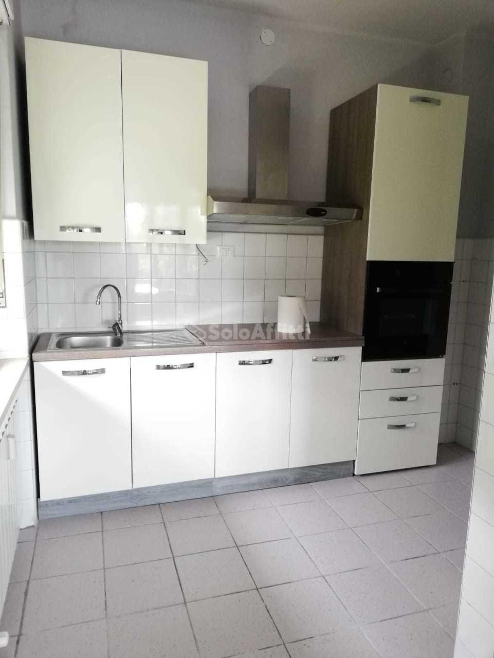 Trilocale da ristrutturare in affitto Rif. 12389150