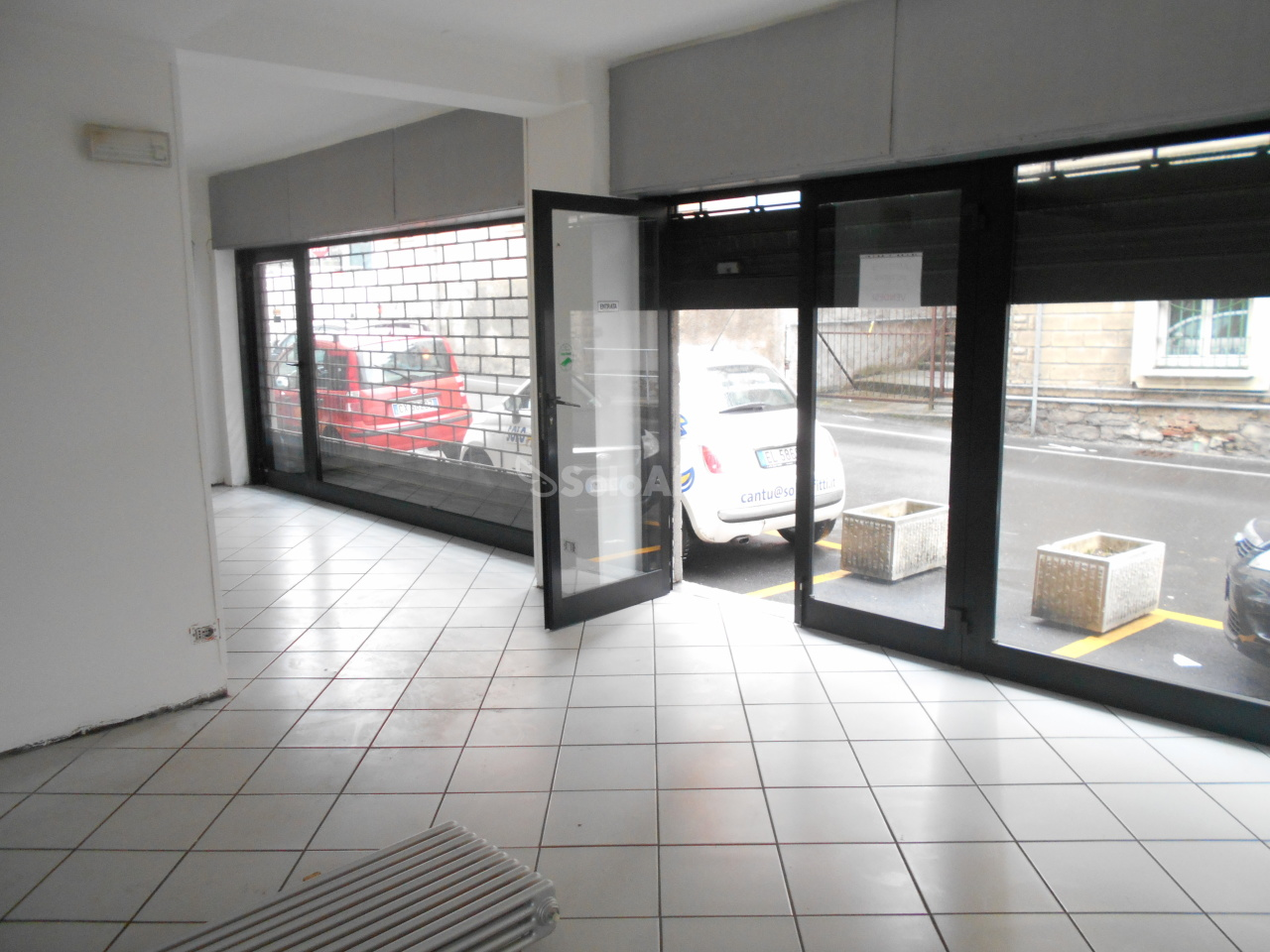 Fondo/negozio - 2 vetrine/luci a Cantù Rif. 9446018