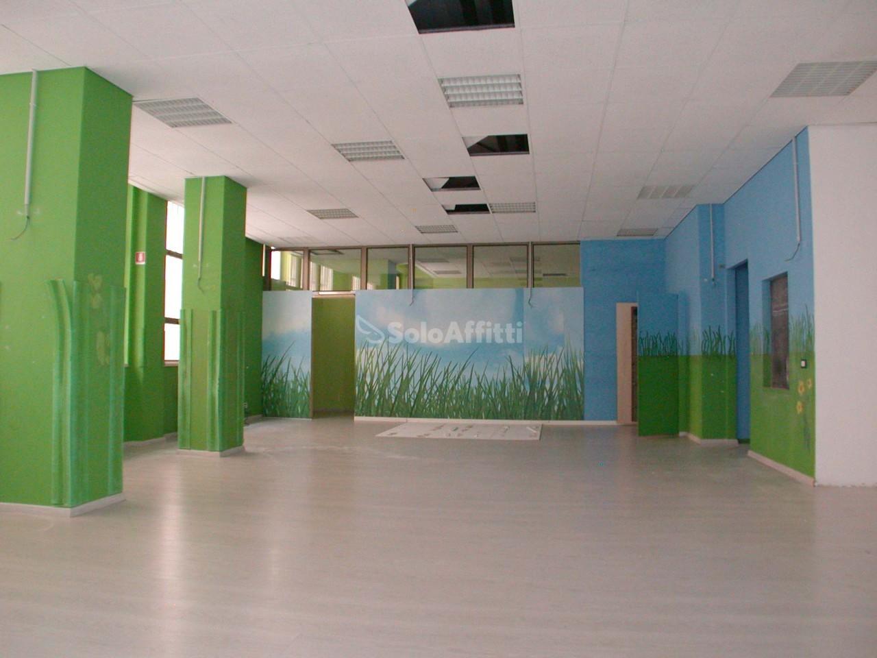Fondo/negozio - 3 vetrine/luci a Centro Storico, Pesaro Rif. 4134937