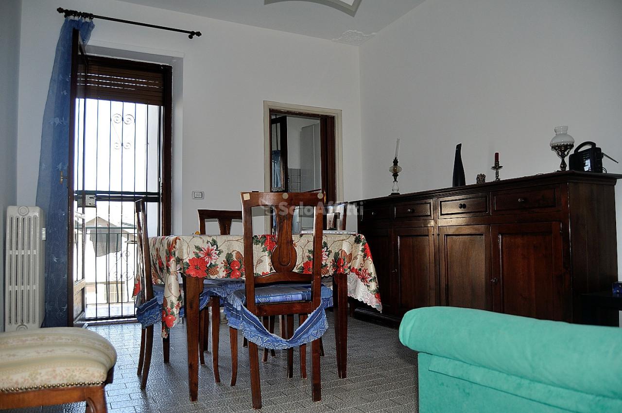 Bilocale in buone condizioni arredato in affitto Rif. 11060042