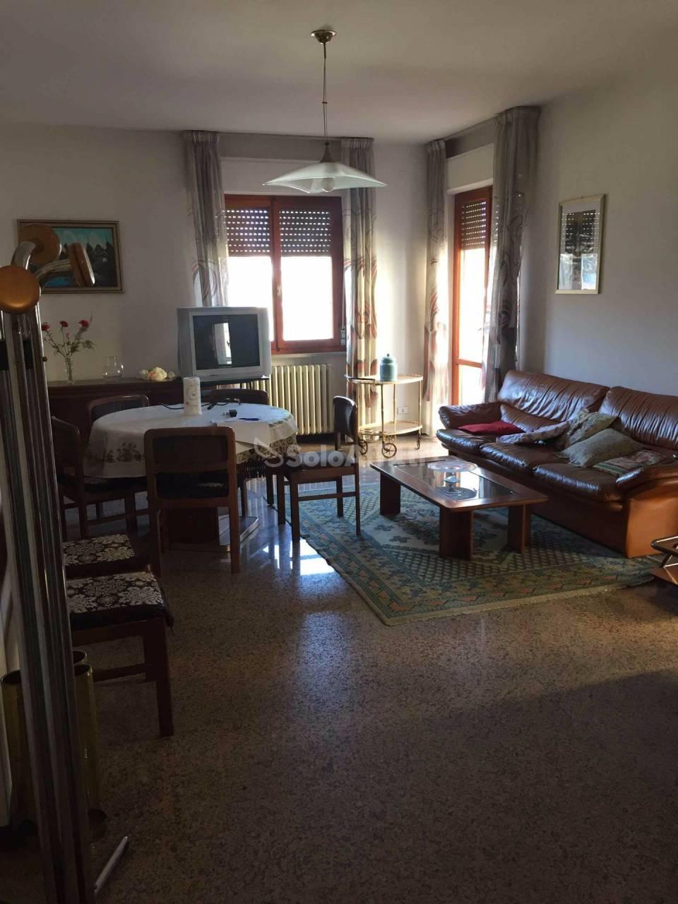 Pentalocale in buone condizioni arredato in affitto Rif. 4492046