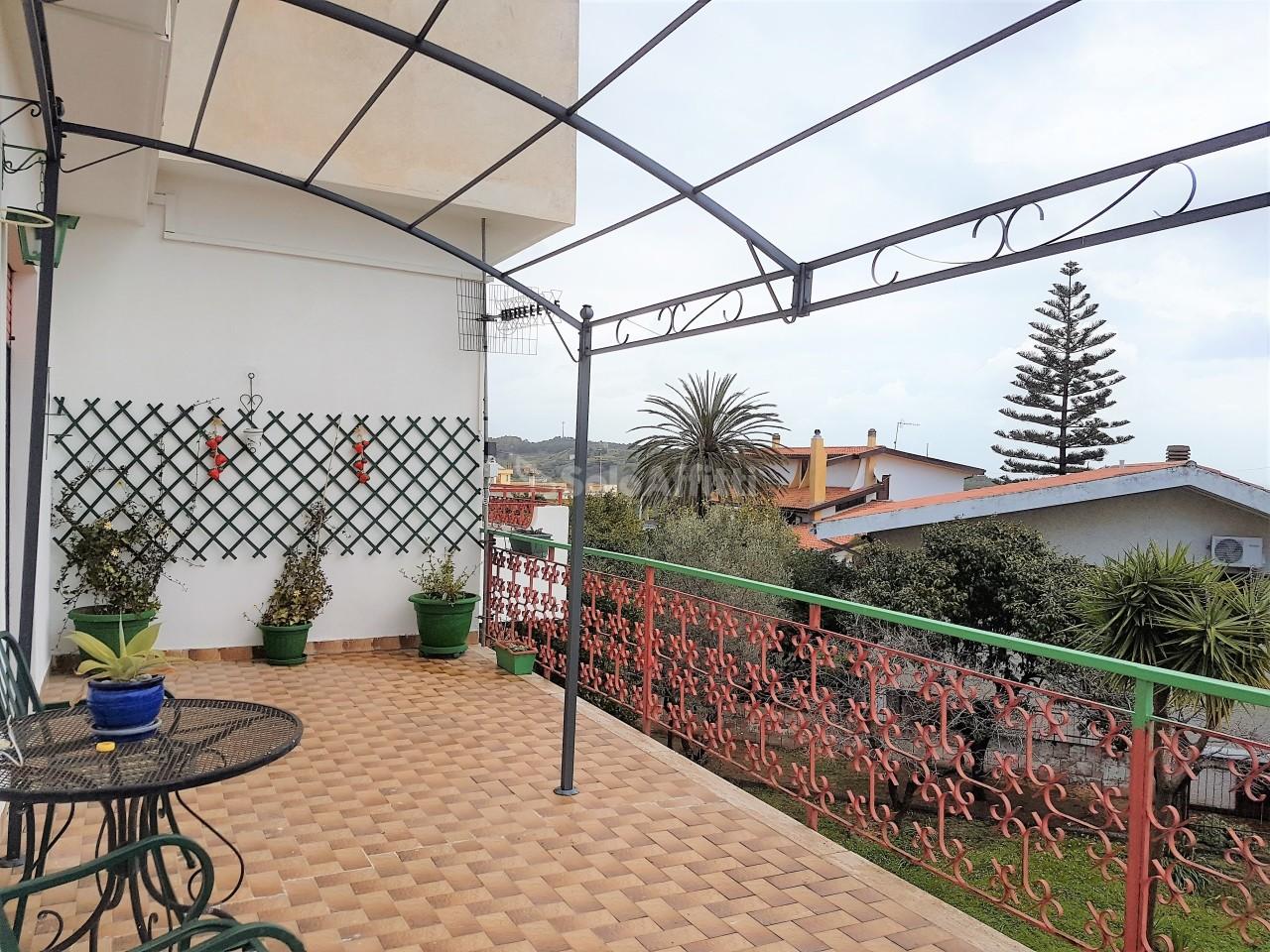 Quadrilocale in buone condizioni arredato in affitto Rif. 9854410