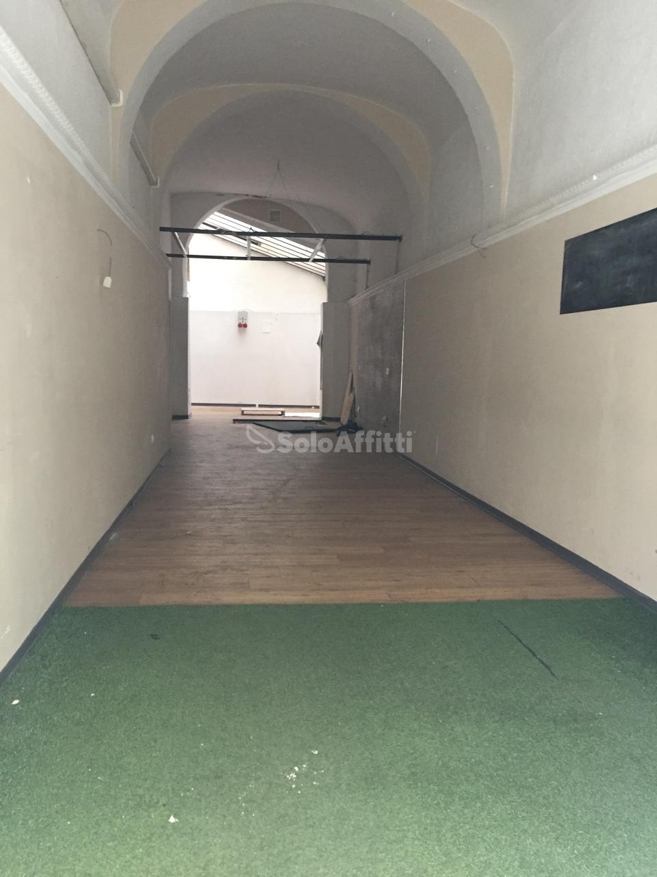 Fondo/negozio - 1 vetrina/luce a Centro Storico, Firenze Rif. 10172894