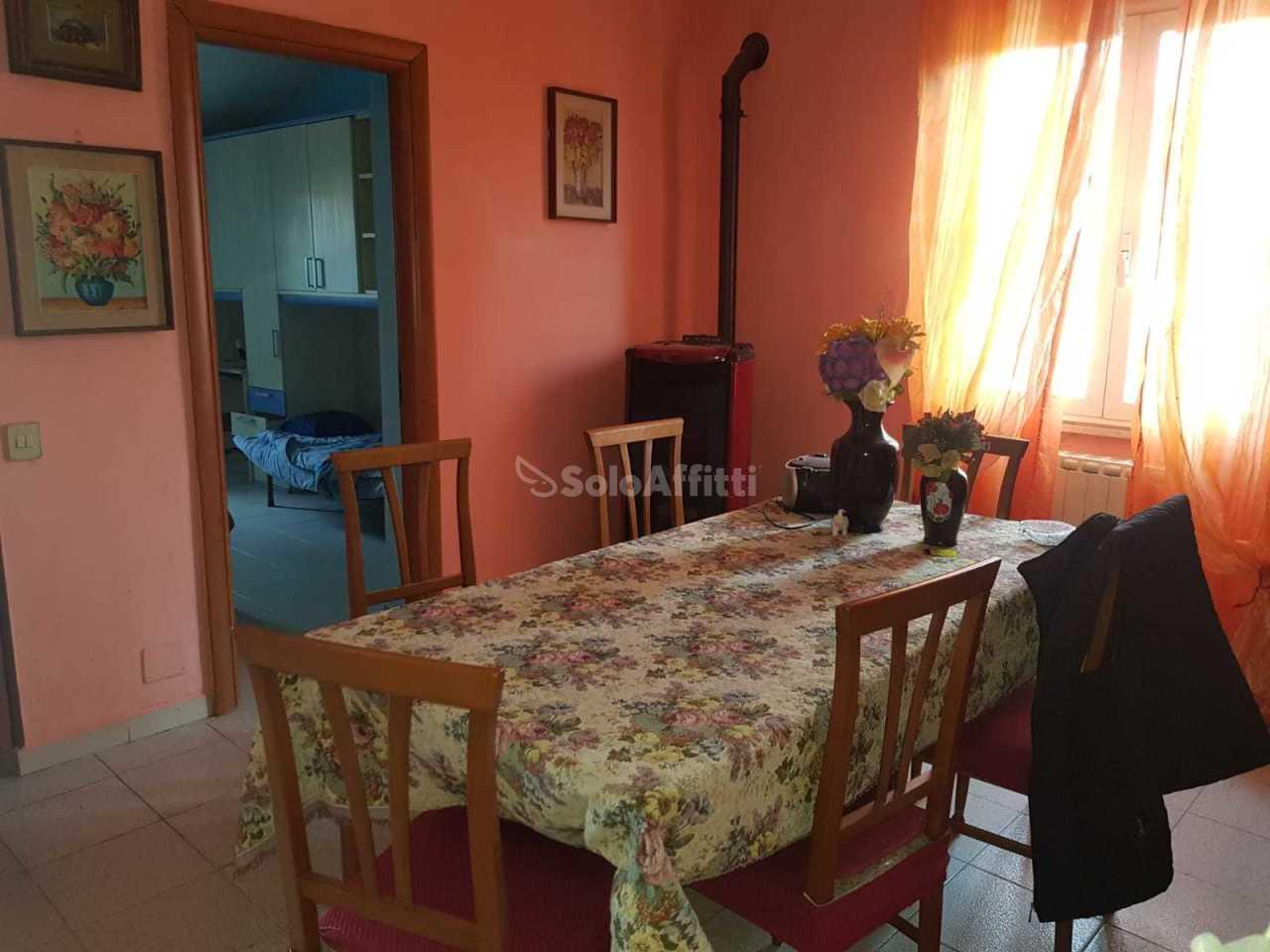 Villa in buone condizioni arredato in affitto Rif. 10063147