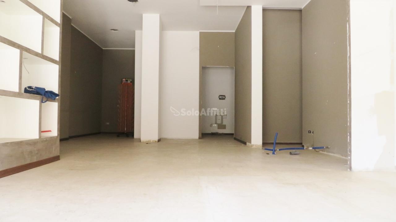 Fondo/negozio - 1 vetrina/luce a Parabiago Rif. 10694965