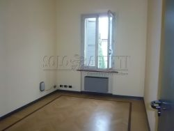 Ufficio in Affitto a Modena, zona Via Vignolese, 1'100€, 110 m²