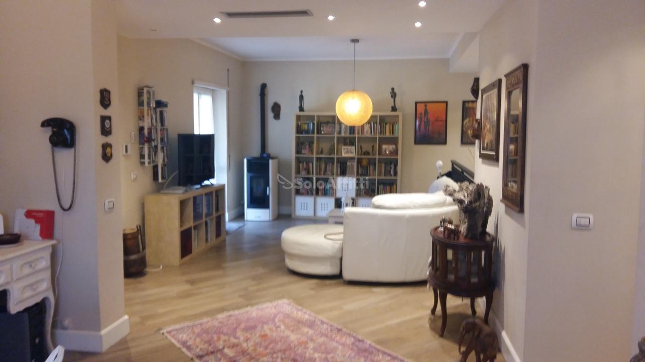 Quadrilocale in buone condizioni in affitto Rif. 9479224