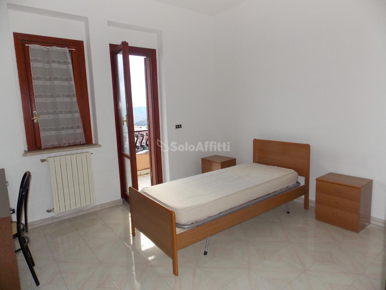Quadrilocale in buone condizioni arredato in affitto Rif. 10452050