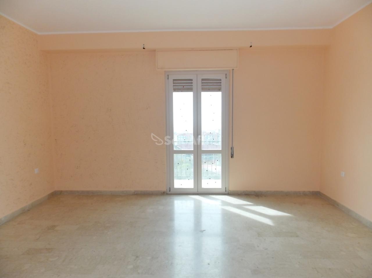 Quadrilocale in buone condizioni in affitto Rif. 9917752