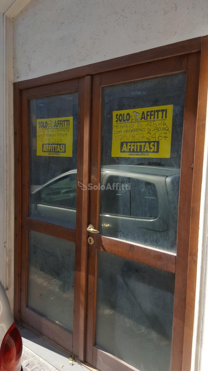 Fondo/negozio - 1 vetrina/luce a Fabriano Rif. 4135103