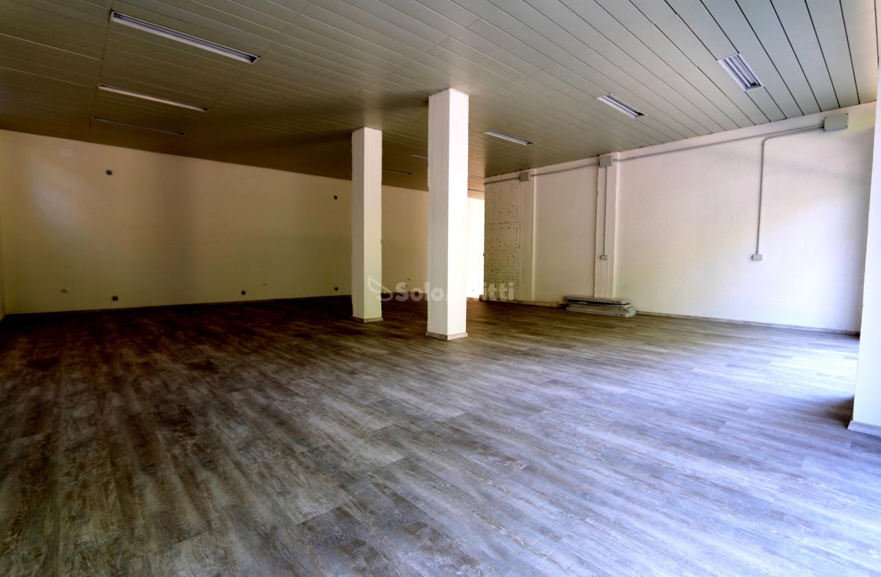 Fondo/negozio - 2 vetrine/luci a Castelfidardo Rif. 7333241