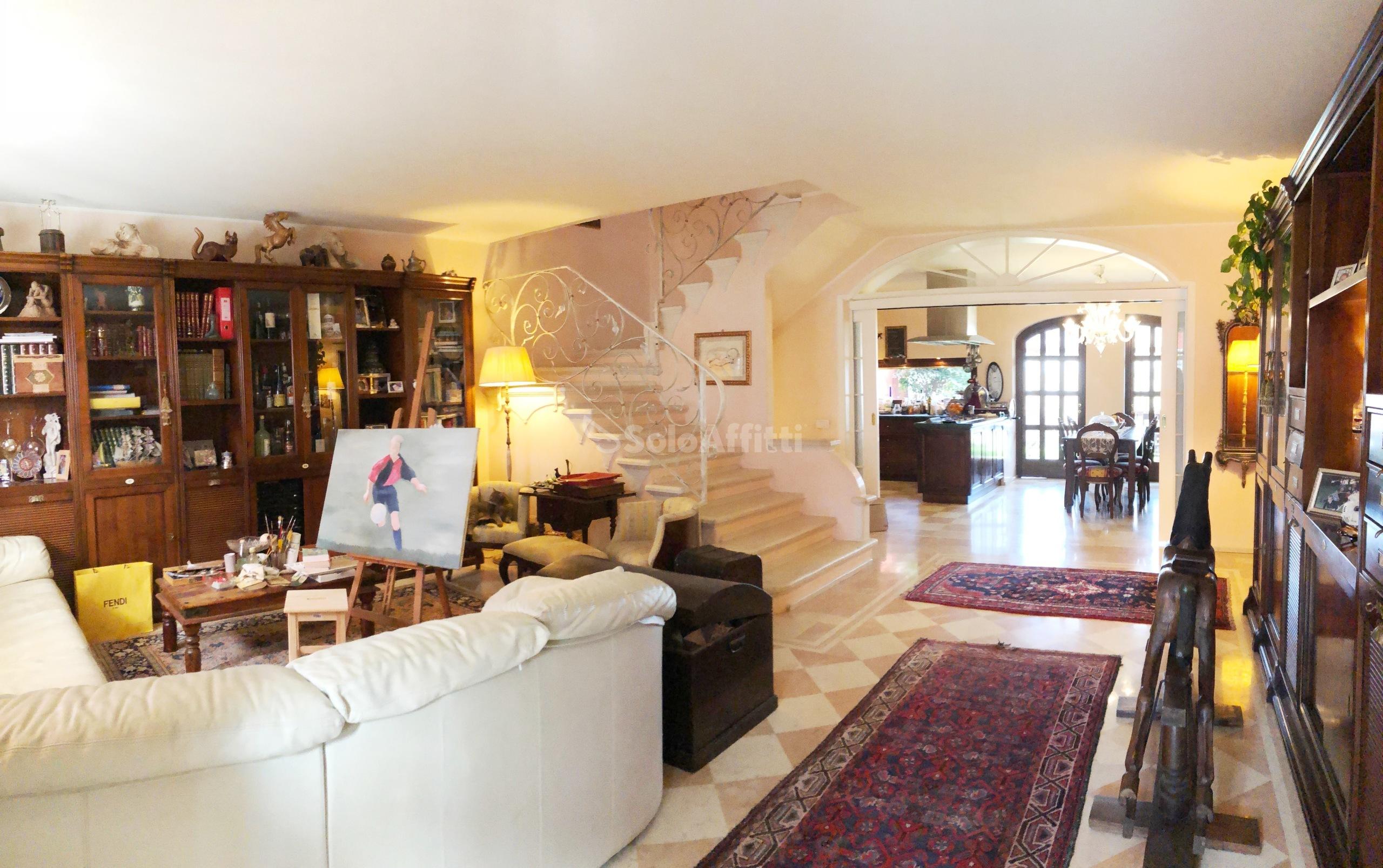 Villa Trifamiliare Arredato 7 vani