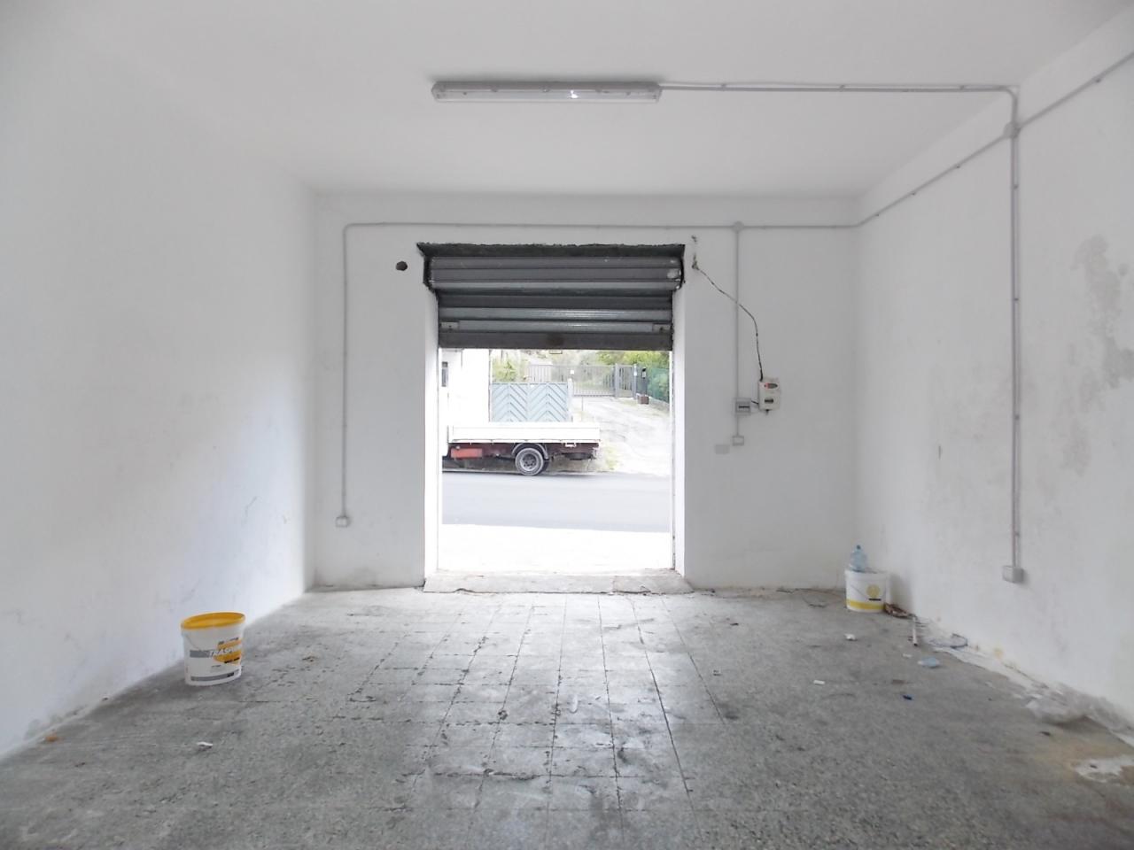 Fondo/negozio - 1 vetrina/luce a Sala, Catanzaro Rif. 4133788