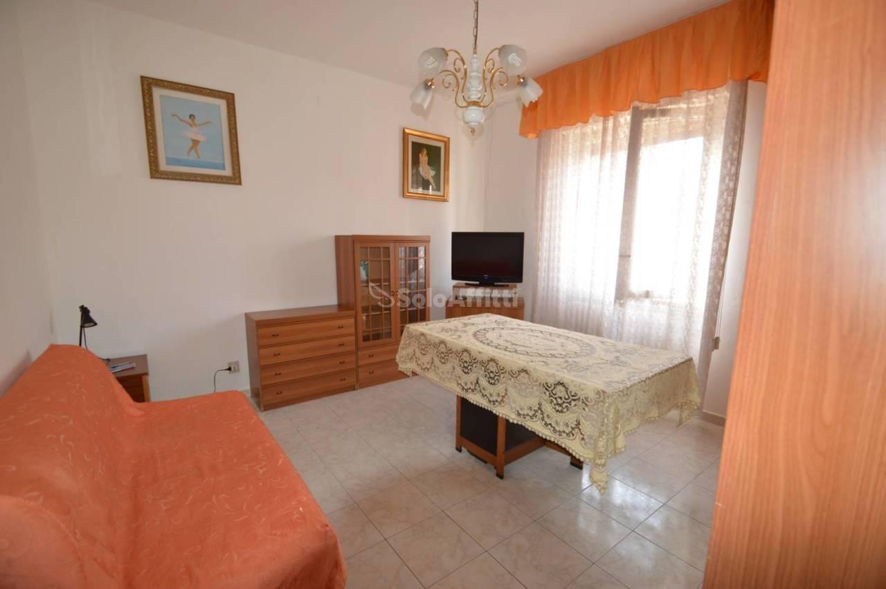 Bilocale in buone condizioni arredato in affitto Rif. 10734961
