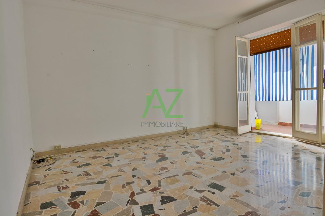 Appartamento in discrete condizioni in vendita Rif. 9662049