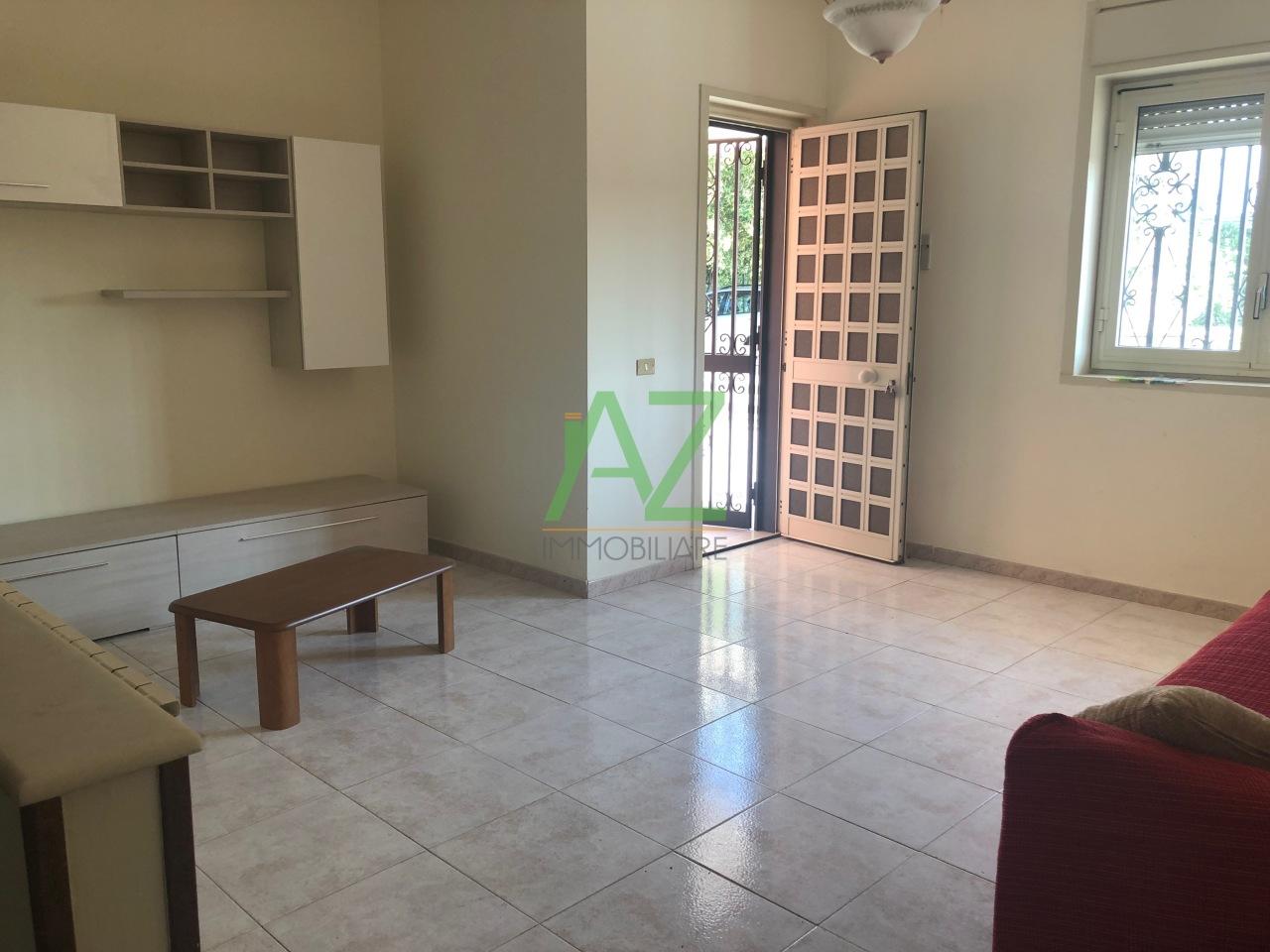 Appartamento in buone condizioni arredato in affitto Rif. 11002990