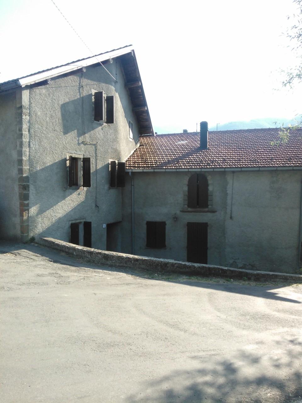 Casa Indipendente in discrete condizioni in vendita Rif. 6643129