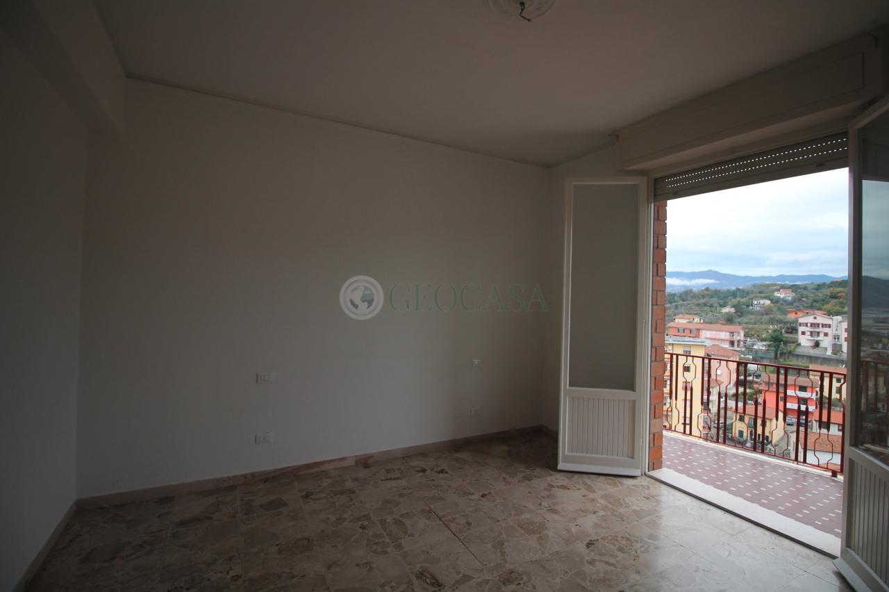 Appartamento in vendita a Vezzano Ligure, 3 locali, prezzo € 93.000 | CambioCasa.it