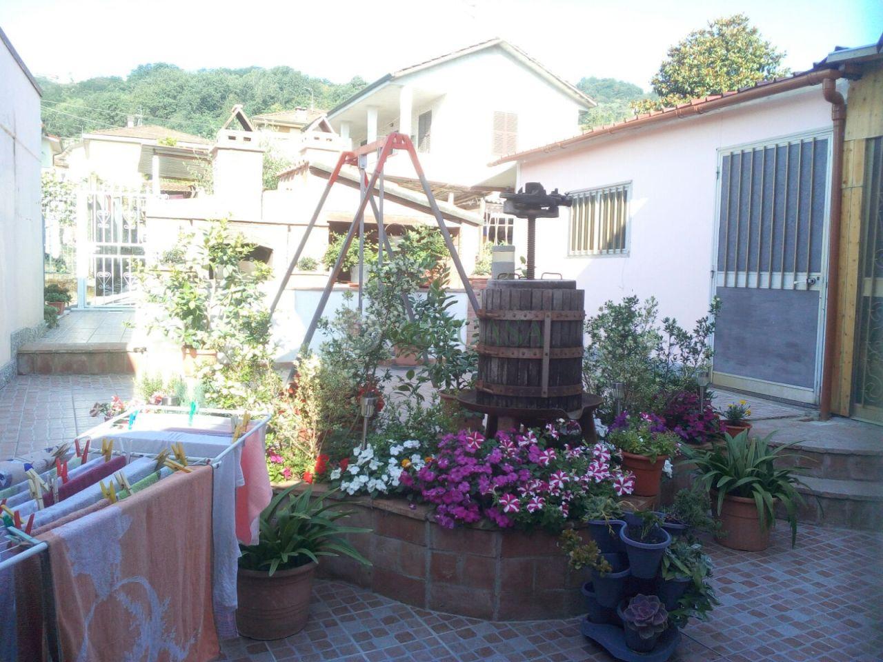 Altro in vendita a Follo, 5 locali, prezzo € 175.000 | CambioCasa.it