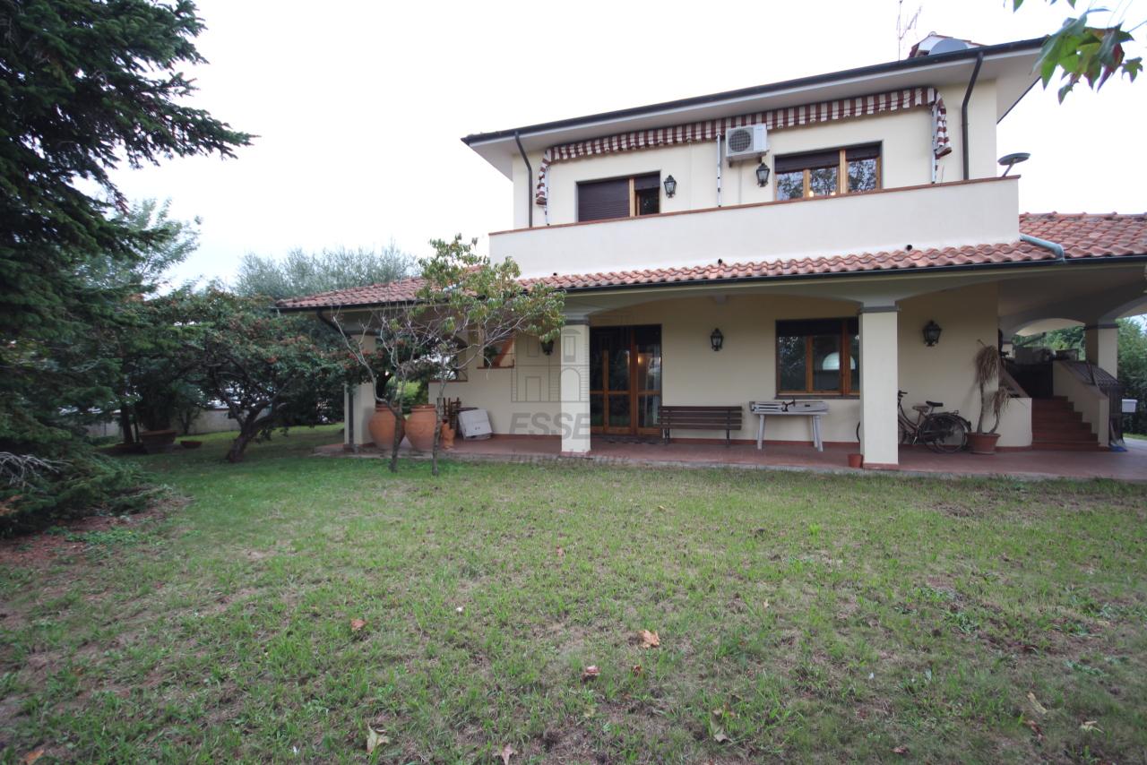 Villa divisa in due unità Lucca S. Cassiano a Vico IA03434 img 2