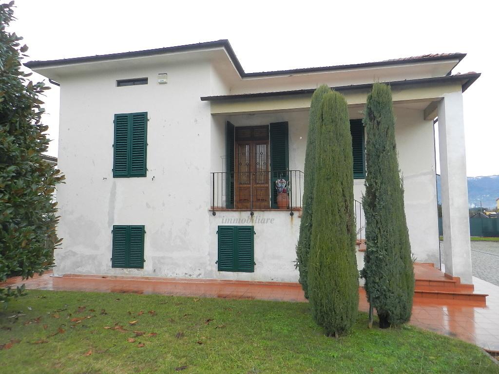 Villa divisa in due unità Lucca S. Cassiano a Vico IA03233 img 4