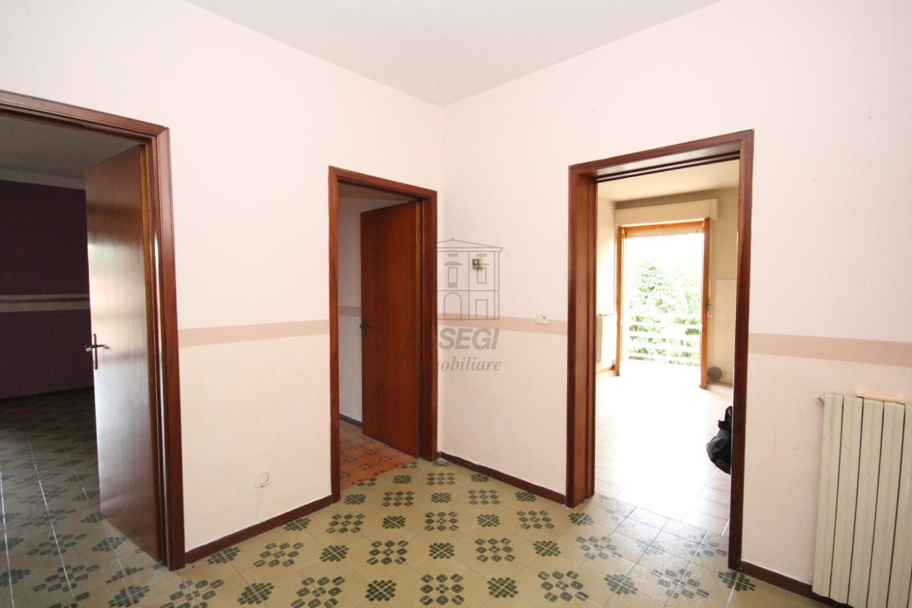 Appartamento in vendita a Capannori, 5 locali, prezzo € 130.000 | PortaleAgenzieImmobiliari.it