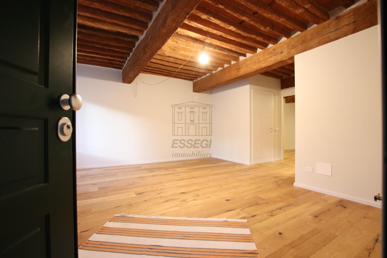 Appartamento Lucca Centro storico IA03520 img 22