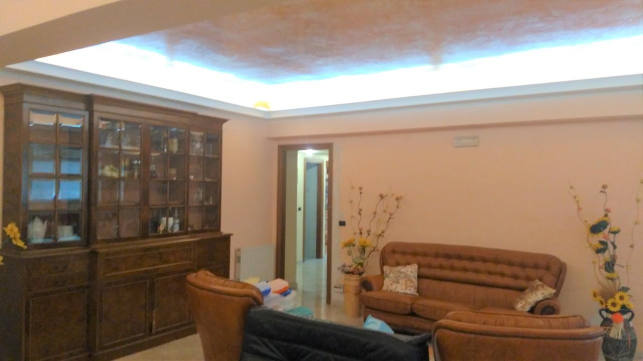 Appartamento in vendita a Reggio Calabria, 5 locali, prezzo € 150.000 | CambioCasa.it