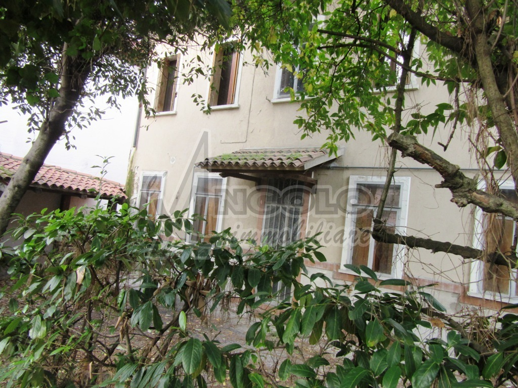 VILLE e VILLETTE - villa singola a CENTRO-QUARTIERI , Rovigo