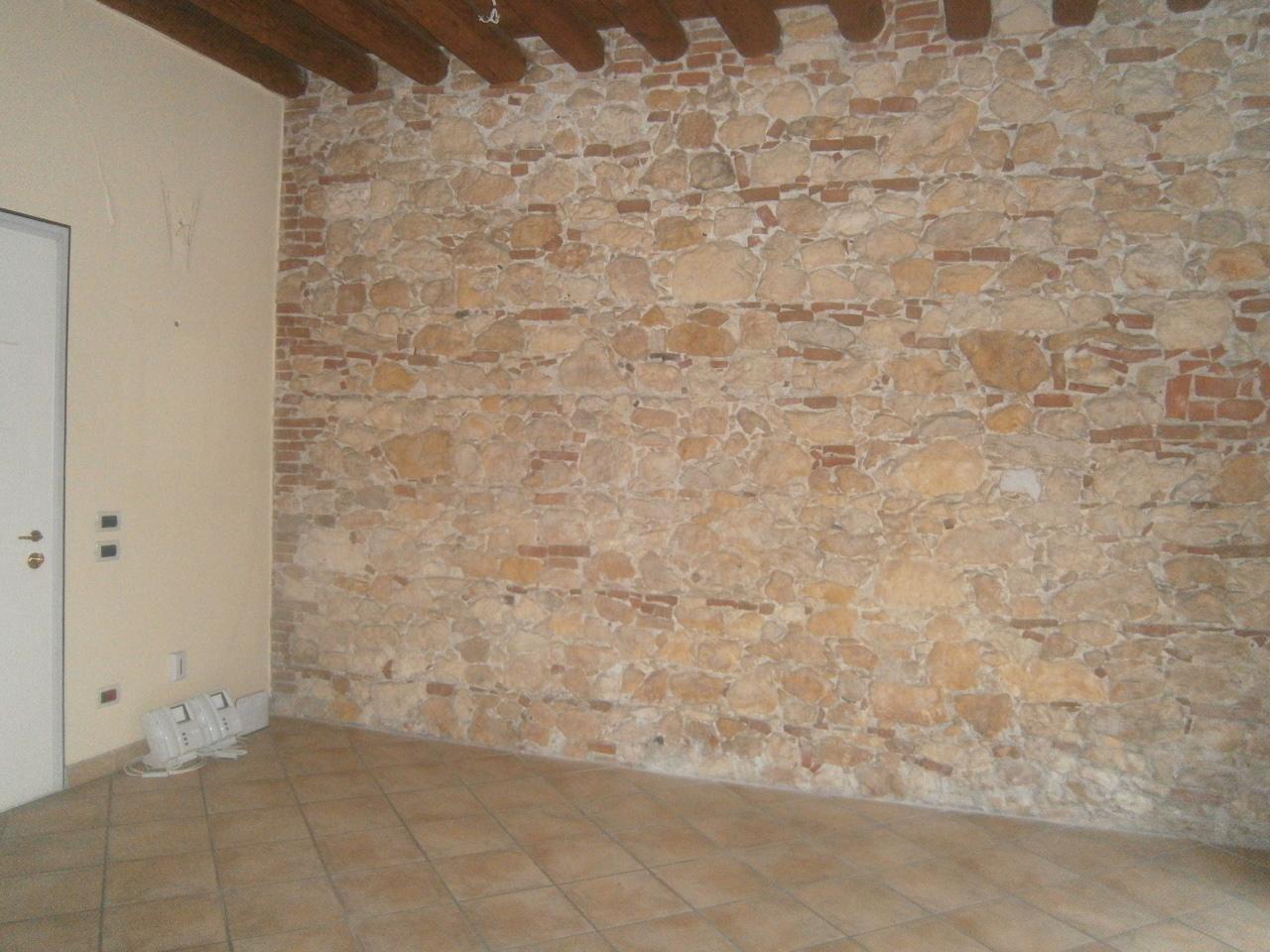 Negozio / Locale in affitto a Lonigo, 4 locali, prezzo € 750 | CambioCasa.it
