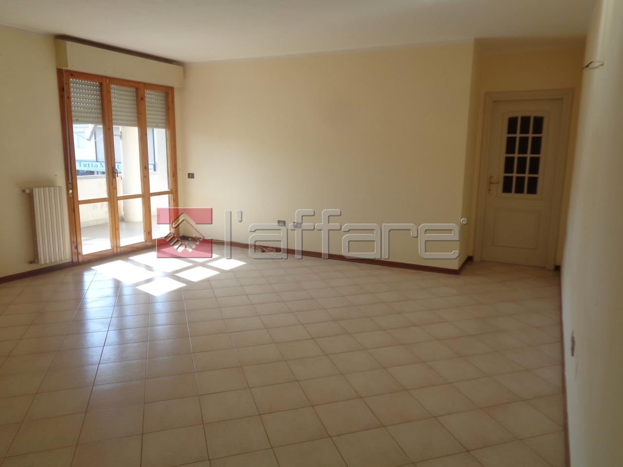 Appartamento da ristrutturare in vendita Rif. 9418762