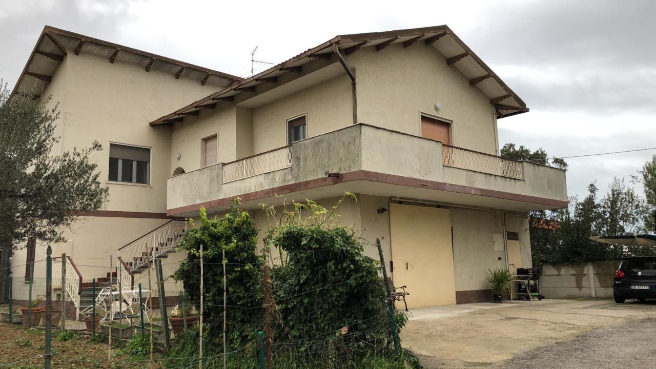 Casa Indipendente in buone condizioni in vendita Rif. 9479288