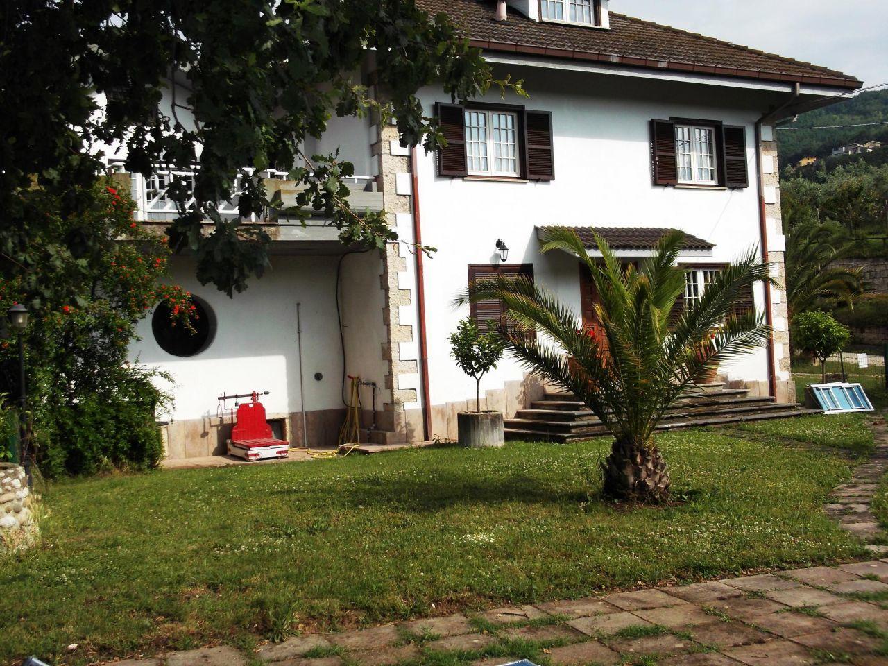 Villa in buone condizioni in vendita Rif. 4151843