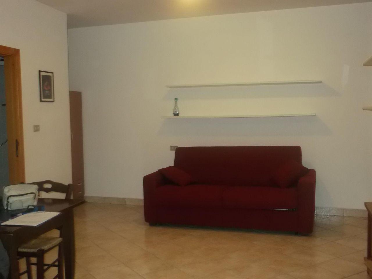 Monolocale in ottime condizioni arredato in vendita Rif. 9937631