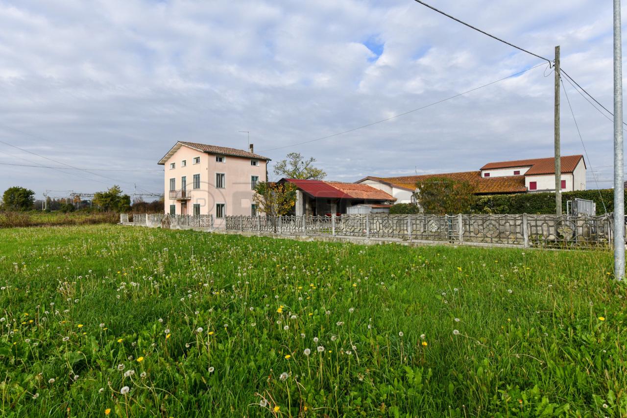 Soluzione Indipendente in vendita a San Pietro in Gu, 8 locali, prezzo € 180.000 | CambioCasa.it