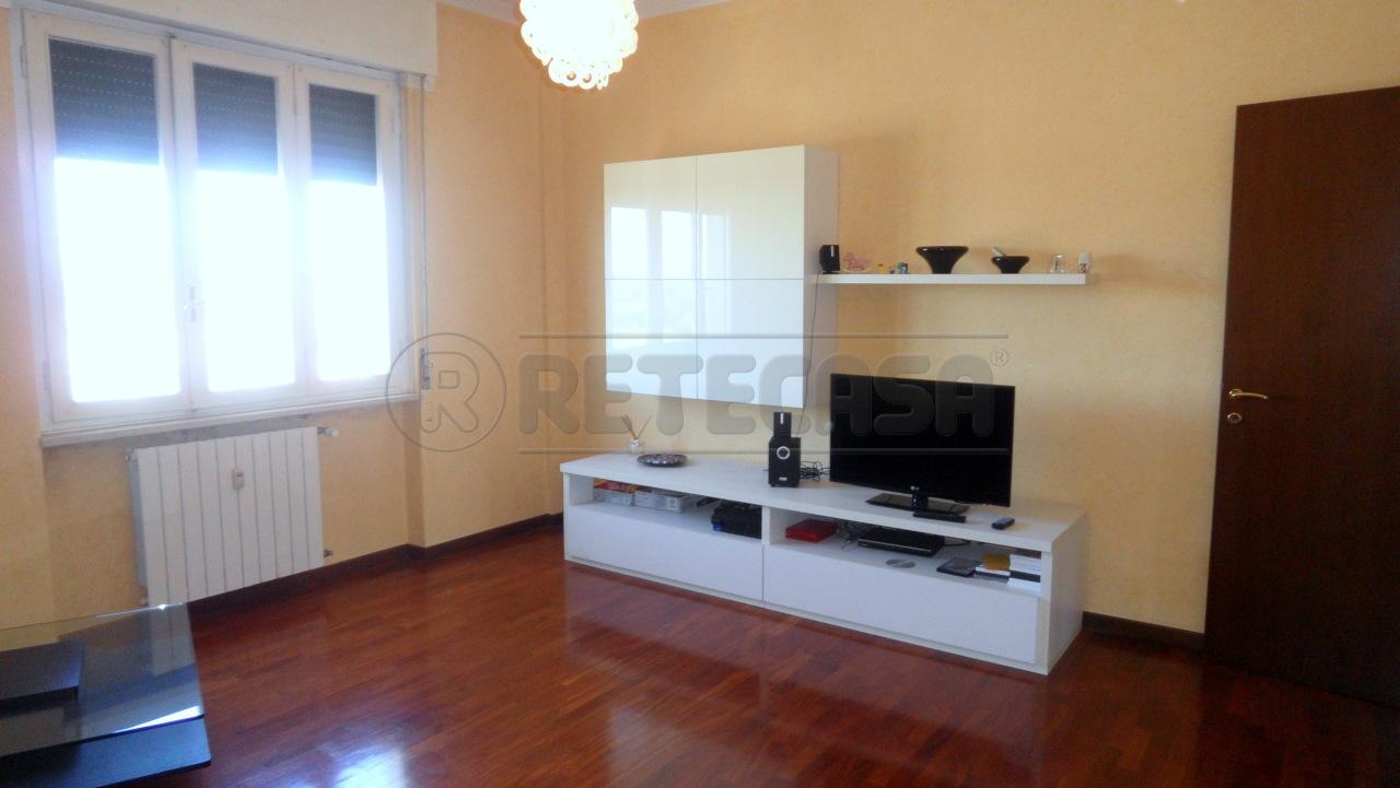 Bilocale in buone condizioni in affitto Rif. 11299212