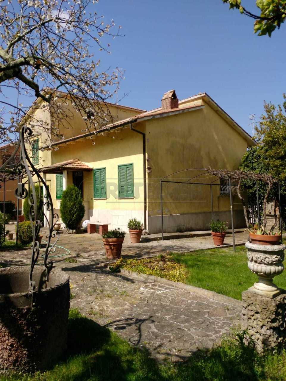 Villa in buone condizioni in vendita Rif. 10040453