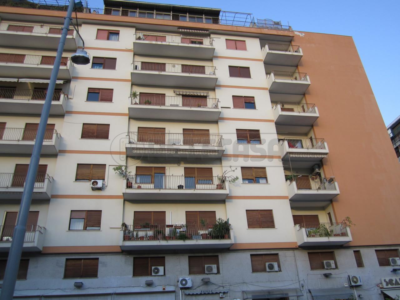 Appartamento in buone condizioni in affitto Rif. 10424529