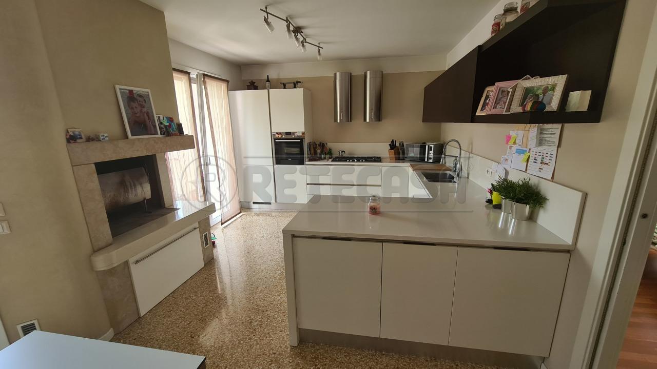 Appartamento in vendita a Chiampo, 4 locali, prezzo € 190.000 | CambioCasa.it