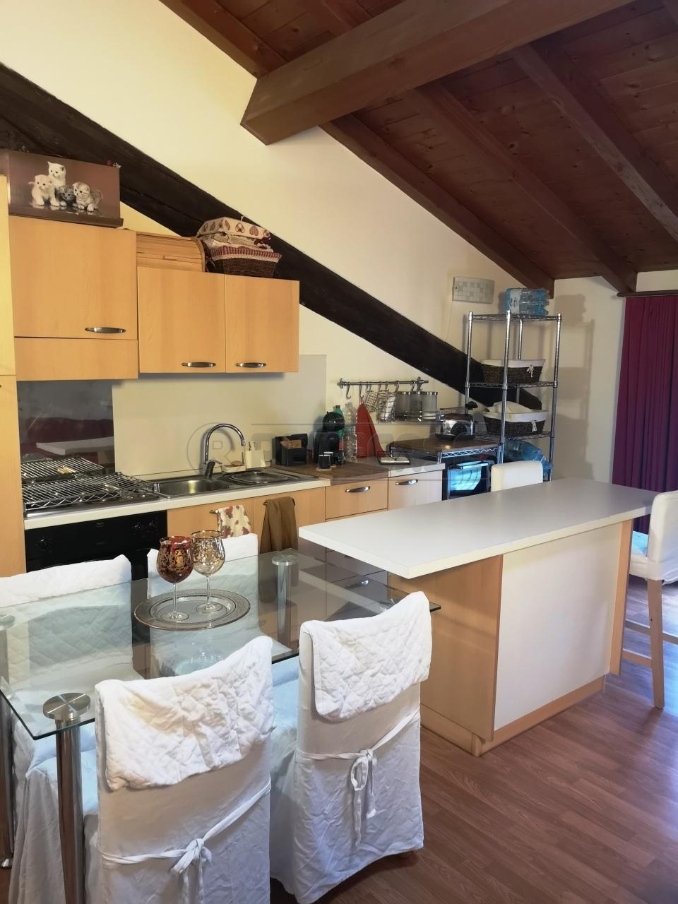Appartamento in buone condizioni arredato in vendita Rif. 11345132